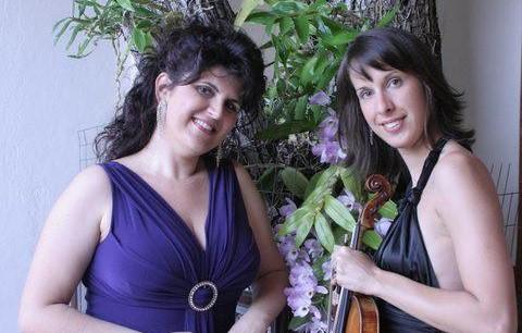 Marija Mihajlovic e Miriam Bastos possuem um sólido trabalho desde 2009 quando formaram o Duo Mihajlovic/Bastos