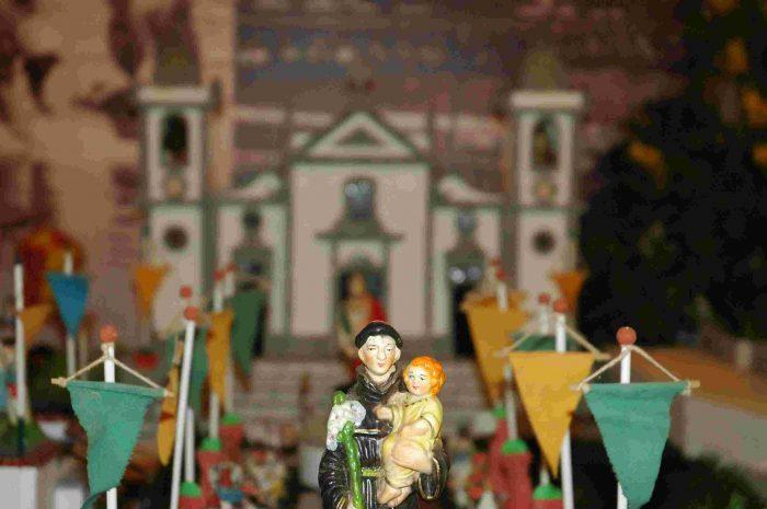 As portas da pitoresca Cascata Leceira, abrem-se na na terça-feira, 18 de junho! O Santo António, como diz a canção, está-se a acabar – mas as festas dos santos populares ainda vão no adro. Uma das mais antigas tradições da época, Cascata Leceira, composta por mais de trezentas peças é dada a conhecer pelo Museu da Quinta de Santiago, em Leça da Palmeira. A entrada neste Arraial da Cascata é gratuita.