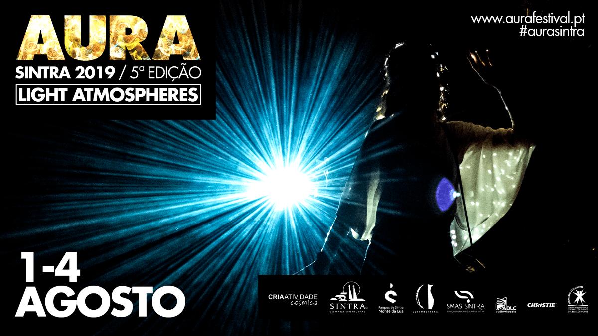 NoAURA Sintra 2019, o programa COLMEIA, com curadoria de DJ Johnny, apresenta quatro noites de DJs e VJs.Entre 1 e 4 de agostohá também tempo para conversar com os artistas cujas obras mudam a luz docentro histórico de Sintra.