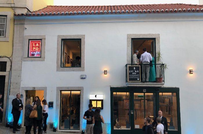 LAPO é um novo espaço, vocacionado para a cultura e para as artes assim como uma plataforma de consciência social compartilhada, inaugurado no passado sábado, dia 28 de Setembro, na Rua Marechal Saldanha, à Bica