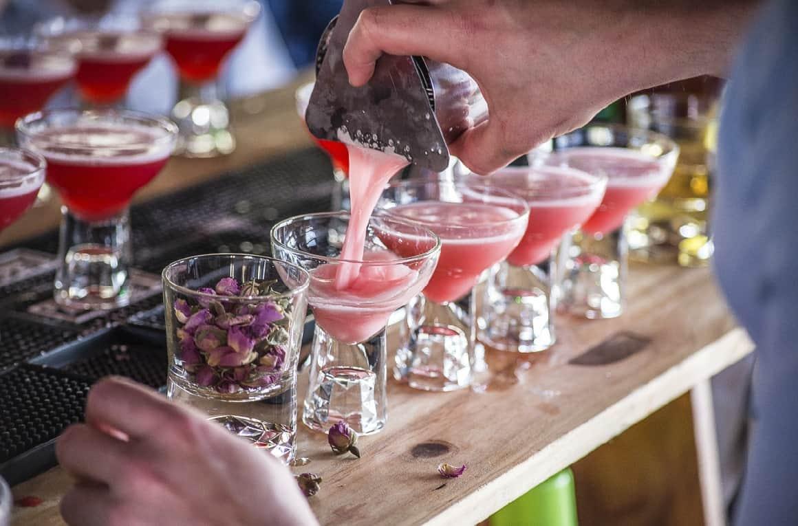 A Cocktail Week está de regresso e são várias as novidades. A edição deste ano vai decorrer simultaneamente em Lisboa e Porto – uma estreia absoluta na Invicta! –, contando a Pernod Ricard Portugal como patrocinador principal e um total de 68 bares e restaurantes participantes, com marcas da Pernod Ricard como Absolut Elyx, Altos Tequila, Beefeater Gin, Havana Club, Jameson Irish Whiskey e Lillet.