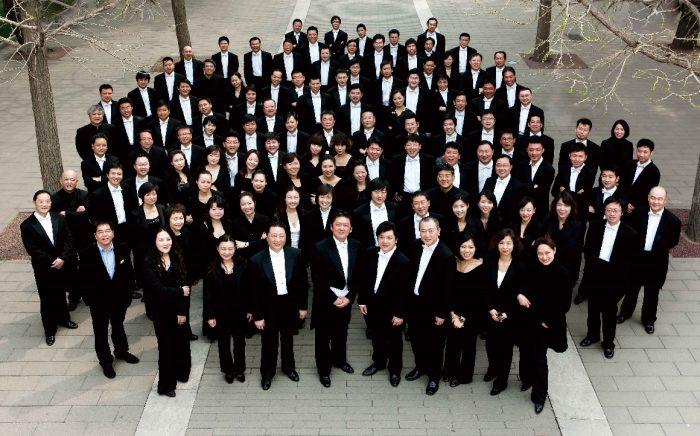 A Orquestra Filarmónica da China, vem pela primeira vez a Portugal, e atua já este domingo, às 17:00, na Aula Magna, em Lisboa, para um concerto único e gratuito dirigido pelo reputado maestro Huang Yi, no âmbito das comemorações do 40º aniversário do Estabelecimento das Relações Diplomáticas entre Portugal e a República Popular da China.