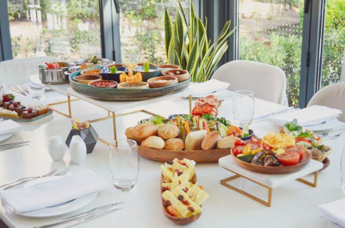 O novo menu debrunchdo Sheraton Cascais Resort, disponível a partir de 10 de novembro, foi desenvolvido pelo chef Pedro Rebelo dos Santos e tem como mote a partilha à mesa.