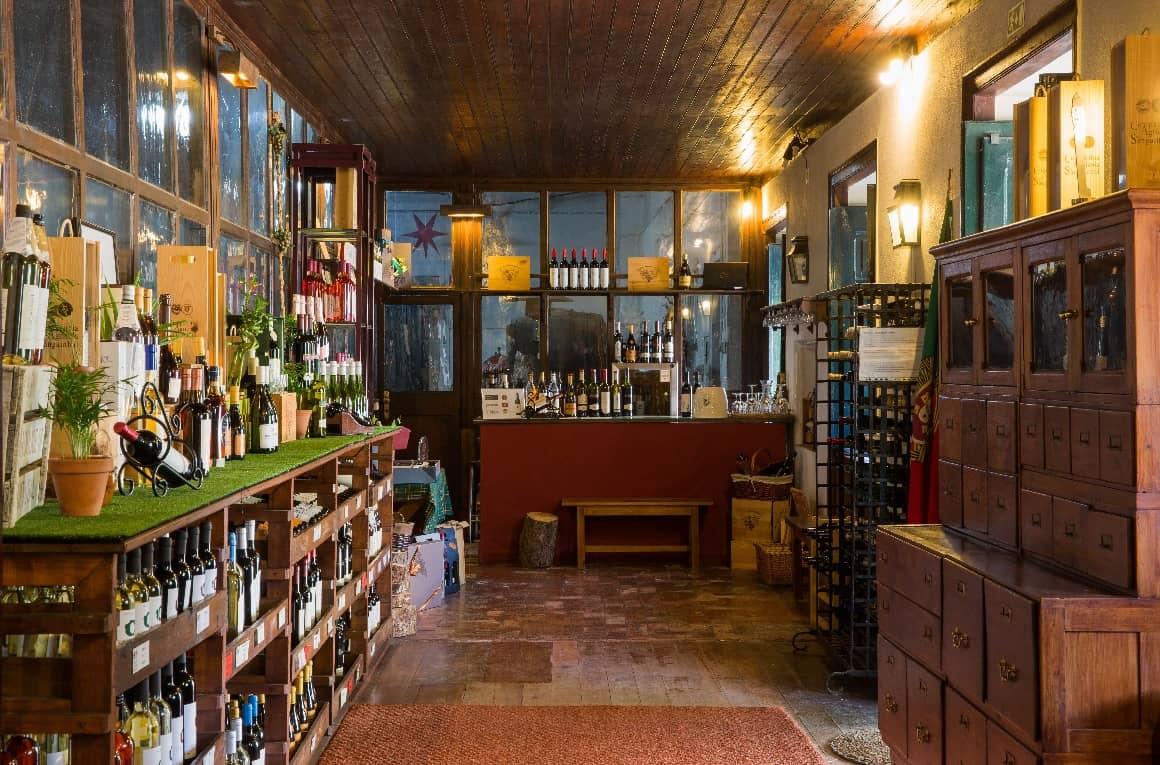 A Quinta das Cerejeiras no Bombarral, tem novo Espaço Museológico, o Museu do Vinho de Lisboa. A época natalícia está a chegar, e a família Sanguinhal, antecipa assim, as festividades com a reabertura oficial deste museu.
