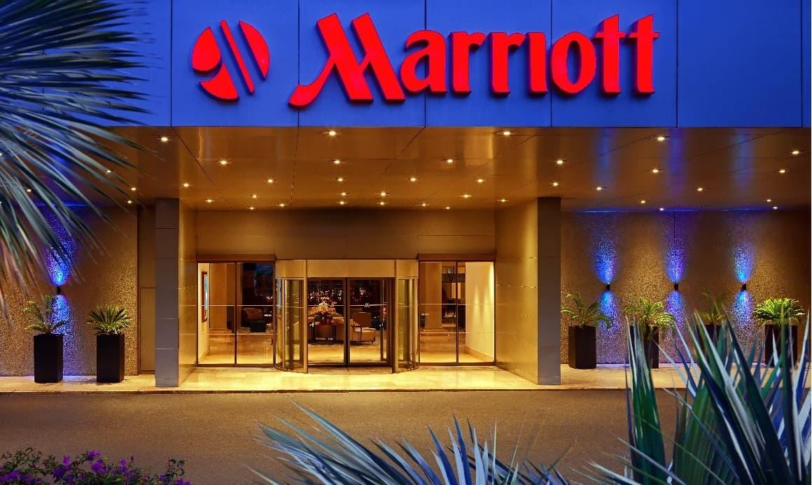 O Dia de São Valentim no Lisbon Marriott Hotel tem tudo para ser inesquecível! 14 de fevereiro, está a chegar e muitos casais já começam a planeá-lo. O Chef Executivo António Alexandre, preparou um jantar em ambiente romântico para celebrar o dia dos namorados no restaurante CITRUS.