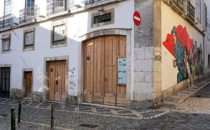 A Galeria Zé dos Bois, no Bairro Alto em Lisboa, encerra temporáriamente até ao próximo dia 3 de Abril, na sequência das orientações da Direção-Geral da Saúde para diminuir a evolução epidemiológica pelo novo Coronavírus (Covid-19).