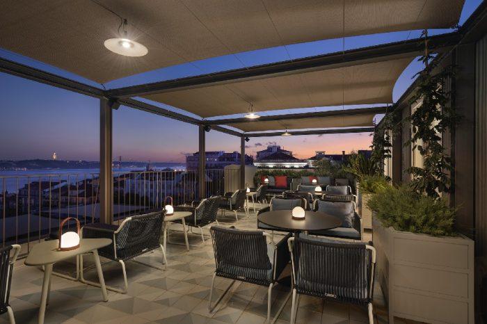 O renovado Bairro Alto Hotel, reabre no dia 1 de setembro, o BAHR, situado no 5º piso, o restaurante com cozinha do chef criativo Nuno Mendes e do chef executivo Bruno Rocha.